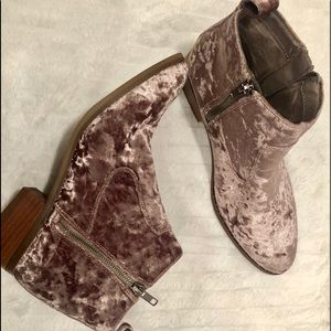 AMERICAN EAGLE OUTFITTERS shimmer nude Ankle boots